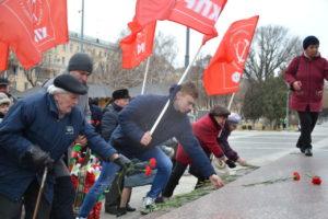 Астраханские коммунисты почтили память вождя революции