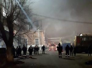 На территории Астраханского тепловозоремонтного завода пожар