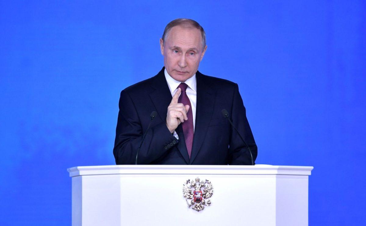 Путин внес поправки в Конституцию о семье и Боге