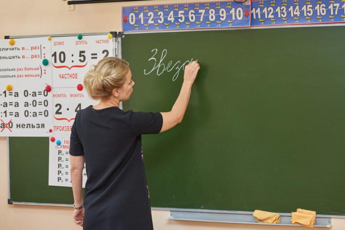 Учителям из Астрахани подарят автомобили и отправят на курорт