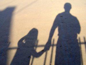 Астраханца подозревают в надругательствах над собственной дочерью