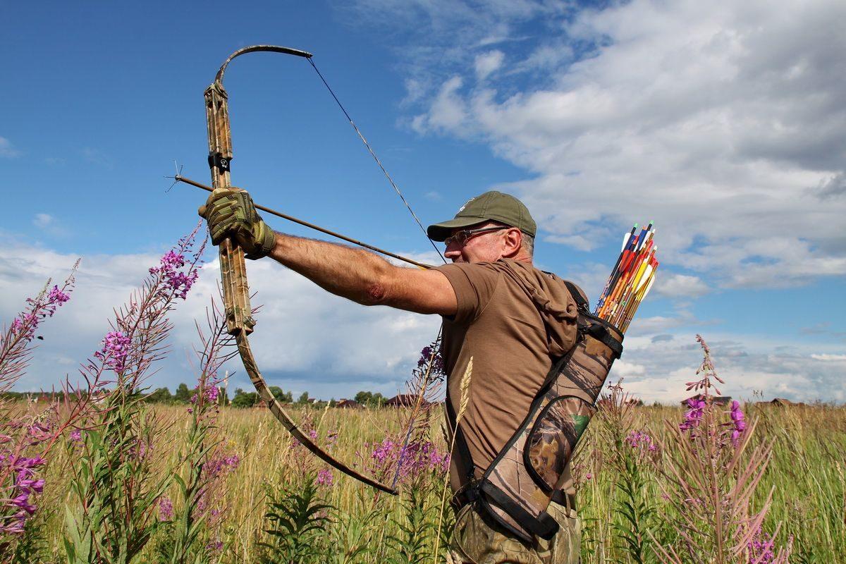Путин разрешил россиянам охотиться с помощью лука и стрел
