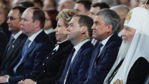 Слишком долго на одном месте: Медведев объяснил причины отставки