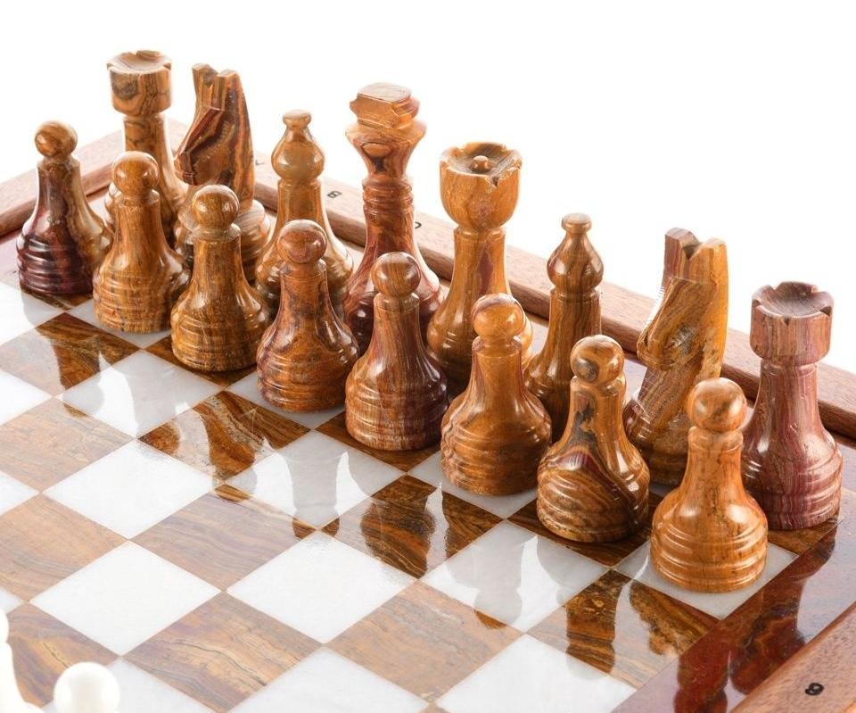 В Астрахани продают шахматы Анатолия Гужвина