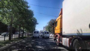 По Астрахани введено массовое ограничение движения грузовиков и тракторов