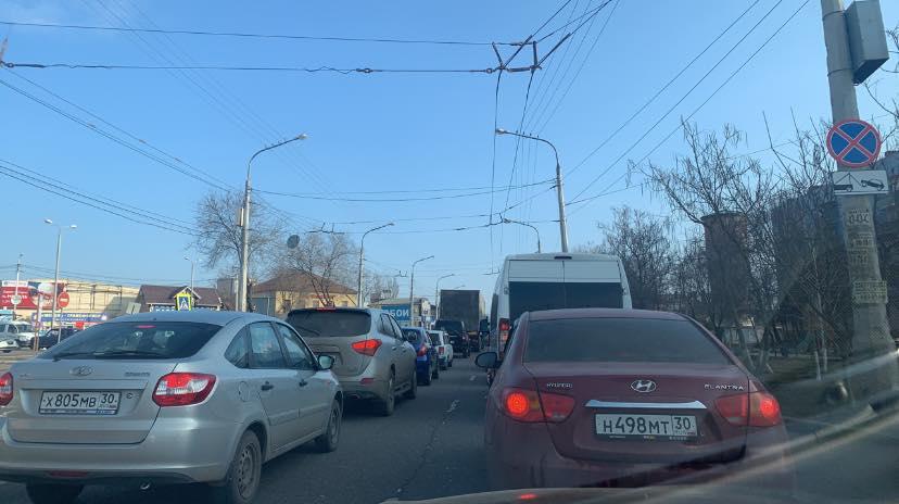 Закрытие моста через Царев привело к серьезной пробке