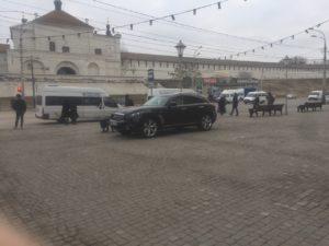 Водитель из Астрахани перепутал тротуар с парковкой