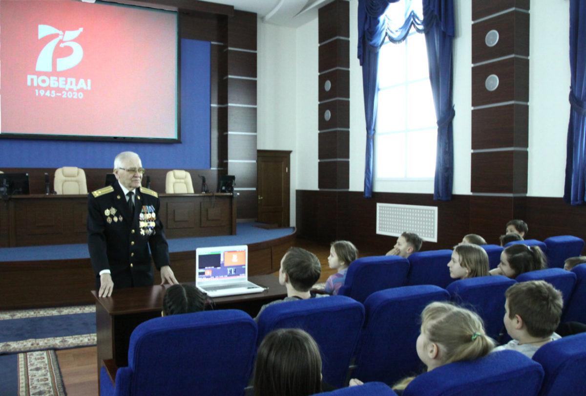 Сотрудниками УФСБ в Астраханской области организована встреча с воспитанниками подростковых клубов