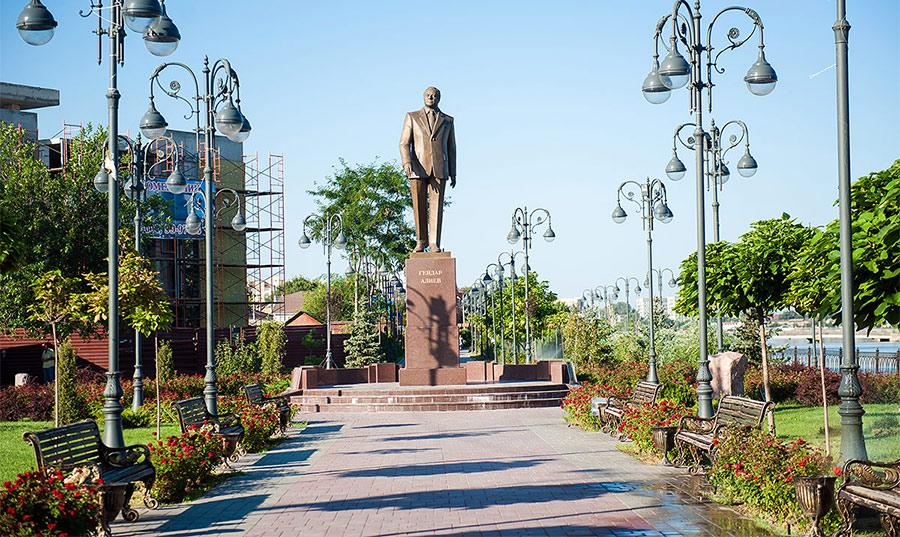 Игорь Бабушкин: памятник Гейдару Алиеву убирать никто не намерен