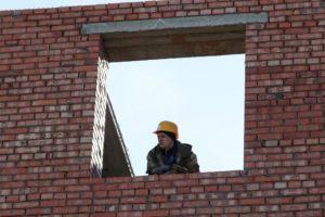В Астраханской области завели дело за недостроенный дом для сирот