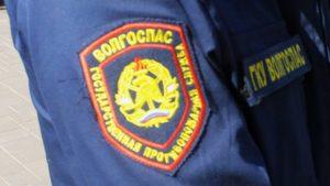 Под Астраханью двое мужчин застряли на льдине