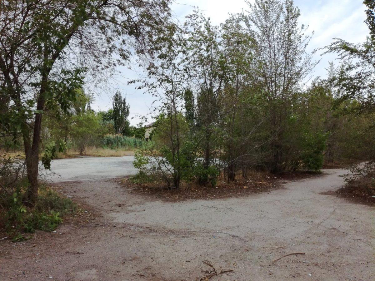 На месте заброшенного парка в Астрахани строят детский сад