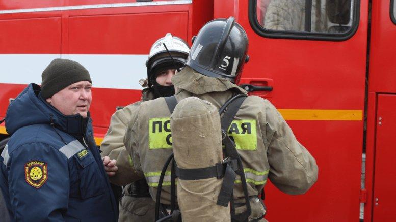 Двое детей и девушка пострадали в Астрахани на пожаре