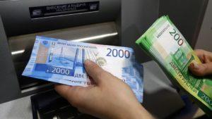 Астраханец украл деньги с банковской карты пьяного прохожего