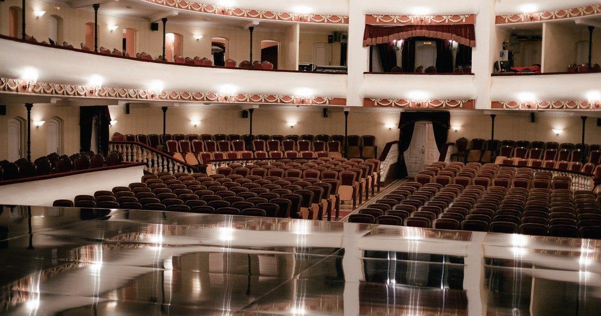 Астраханский драмтеатр снизит цену на билеты после карантина