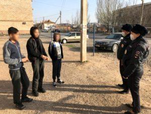 Астраханская полиция грозится привлекать к ответственности за выход без медицинских масок