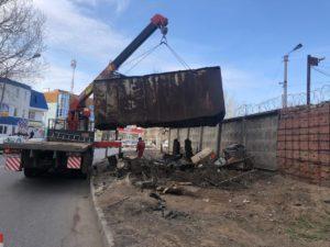 В Астрахани снова начали вывозить металлические гаражи