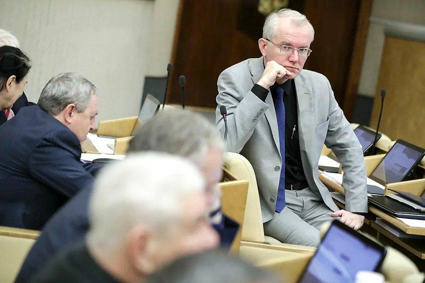Олег Шеин предложил задействовать заключенных для производства масок