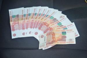 Работница центра социальной адаптации украла 230 тысяч у пенсионера
