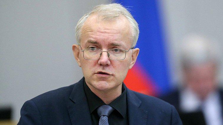 Олег Шеин помог врачам получить ковидные выплаты