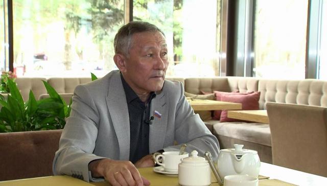 Подозреваемый в мошенничестве Табарак Мухатов вышел из президиума «Единой России»
