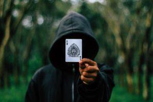 Четырех астраханцев осудят за организацию игры в покер