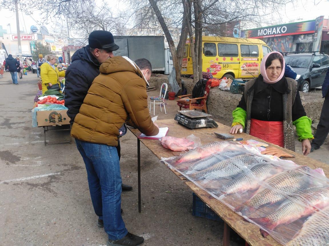 Власти Астрахани провели очередные рейды против незаконной торговли