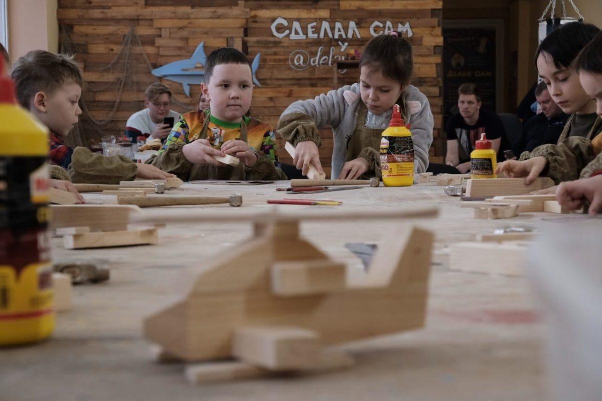 В Астрахани открылся цех, где мальчиков учат мужским делам