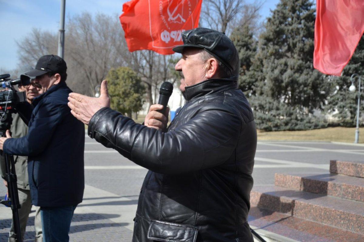 Астраханские коммунисты организовали митинг в поддержку владельцев гаражей