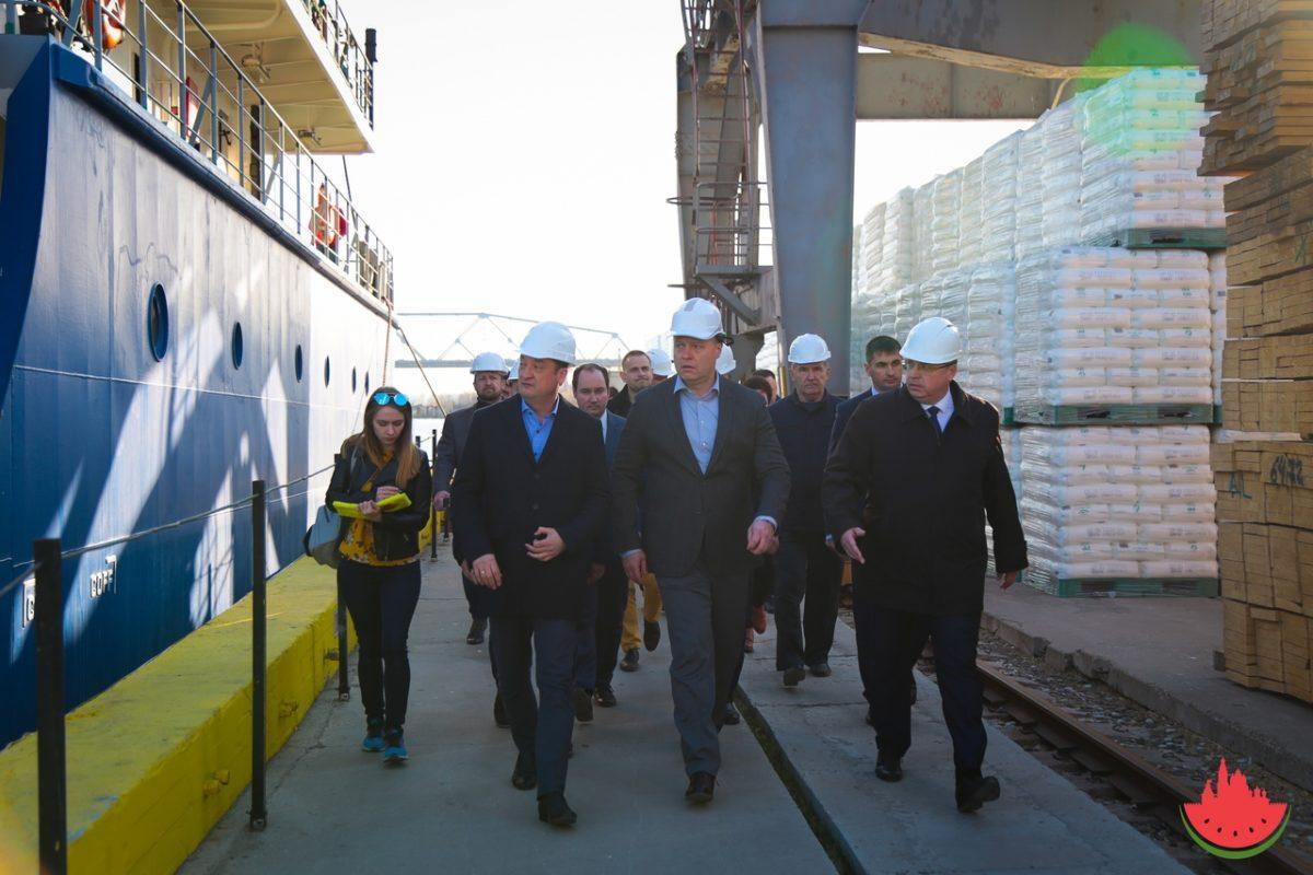 Астраханский морской порт отложил запуск терминала по перекачке масла