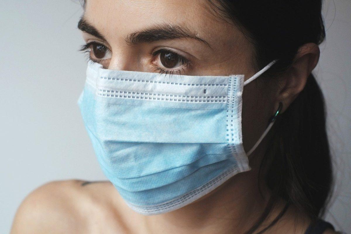 В астраханских аптеках не осталось ни одной медицинской маски