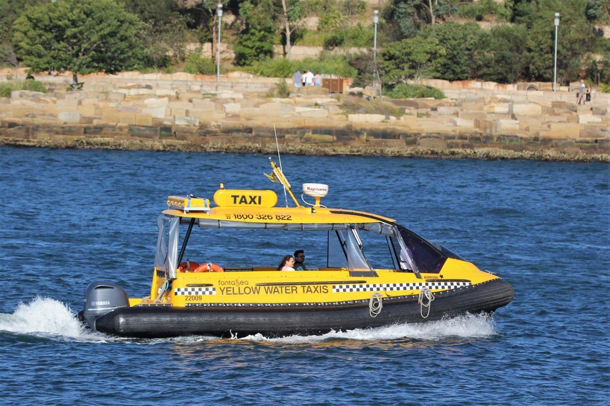В Астрахани начались испытания водного такси