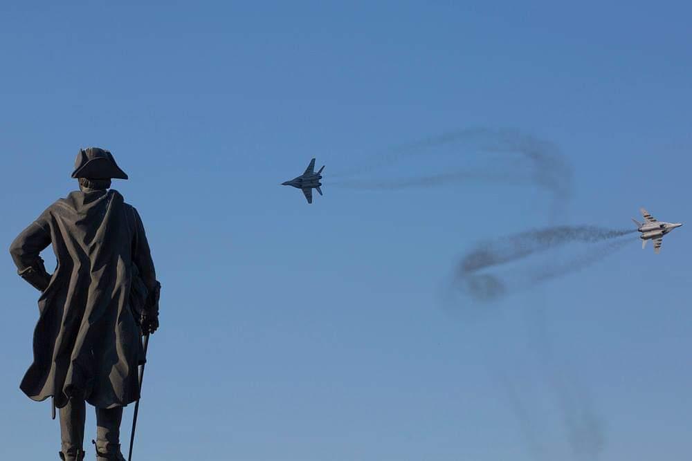 Над Астраханью полетят военные самолеты и вертолеты | АРБУЗ