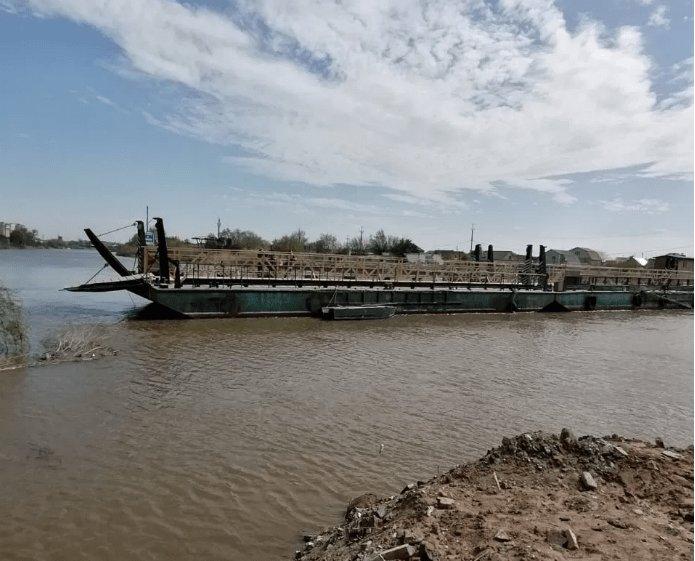 В Астрахани переправу через Царев отсоединяли для прохода лодок