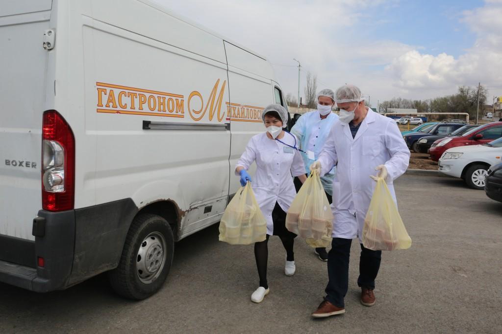 Астраханские предприниматели решили помочь медикам бесплатными обедами