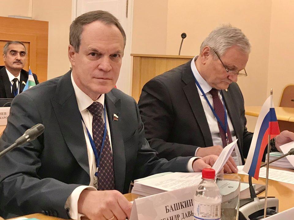 Астраханский сенатор напомнил об уголовной ответственности за фейковые новости