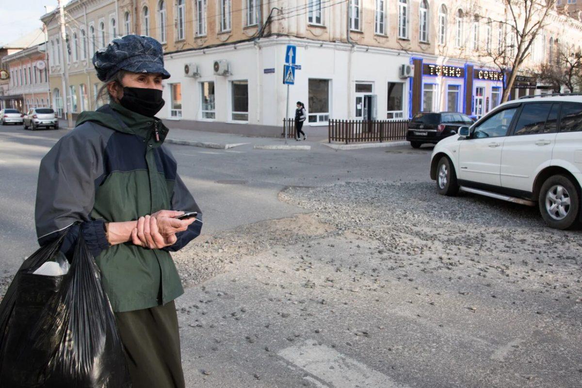 Многодетные, бездомные и еноты: как помочь пострадавшим от коронавируса в Астрахани