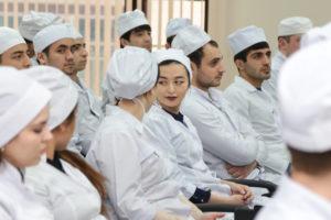 Больше 300 медиков заразились коронавирусом в Астраханской области