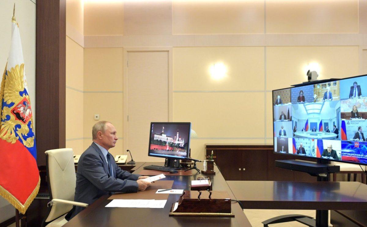 Путин потребовал от чиновников учитывать новую реальность