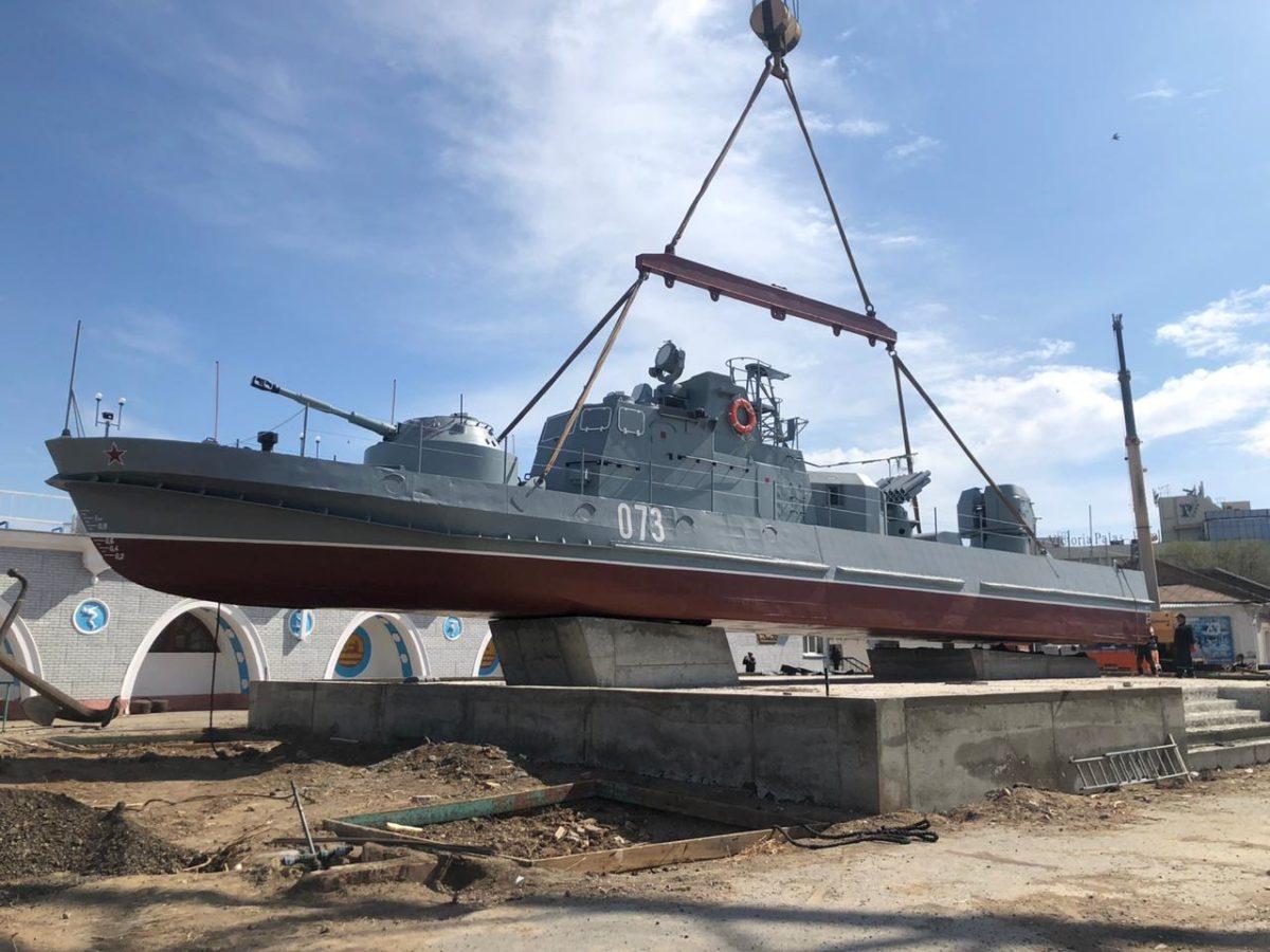 В Астрахани появился еще один памятник морякам