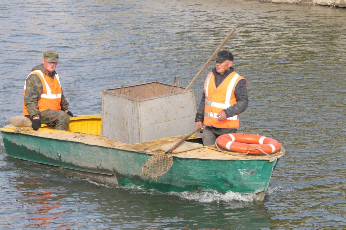 Коммунальщики приводят в порядок мосты и каналы Астрахани