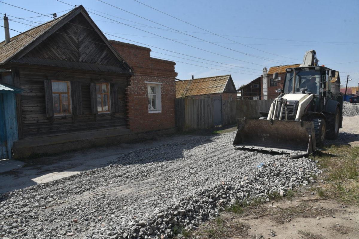 Грунтовки в частном секторе Астрахани засыпают асфальтобетонной крошкой