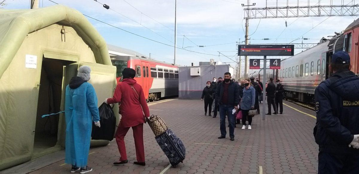 На железнодорожном вокзале Астрахани организован пункт осмотра пассажиров