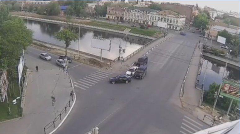 Астраханский блогер опубликовал видео нападения на него в центре города