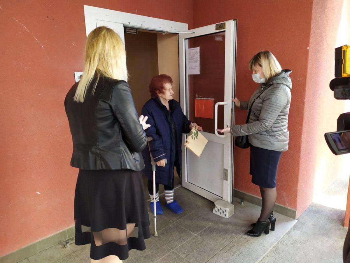 Более 80 ветеранов железнодорожных предприятий получили помощь от волонтеров Астраханского региона ПривЖД