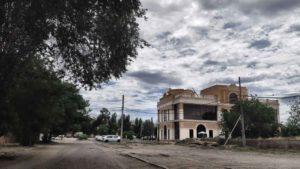 Астраханцам предлагают высказаться по поводу нового здания за Лебединым озером