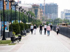 Измученные жарой астраханцы требуют открыть набережную для прогулок