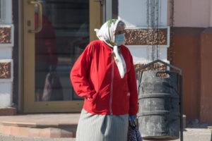 Астраханцев старше 65 лет снова обязали самоизолироваться дома