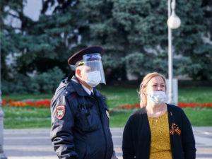 В воскресенье 84 астраханца оштрафовали за несоблюдение дистанции на улице