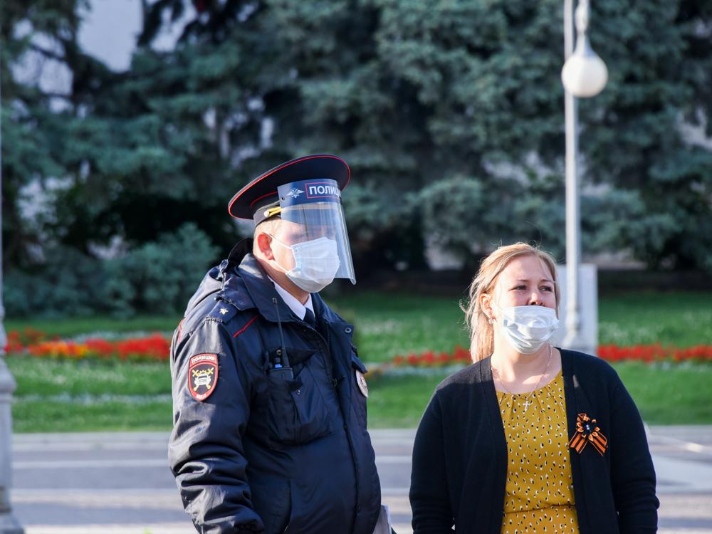 Астраханцев снова хотят обязать носить маски в общественных местах